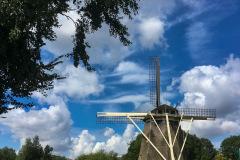 De Riekermolen langs de Amstel